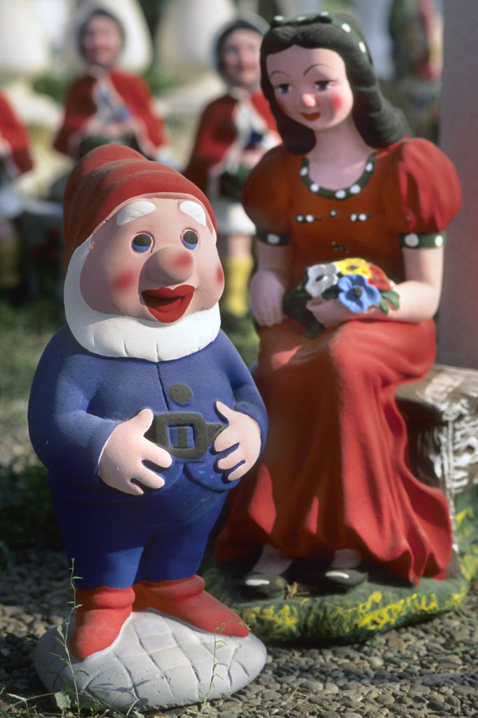 Stock Photo: 4292-123264 Garden gnome and snow white