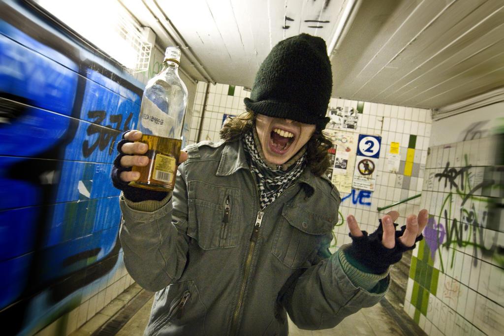 Stock Photo: 4292-123683 Teenage boy with whisky bottle