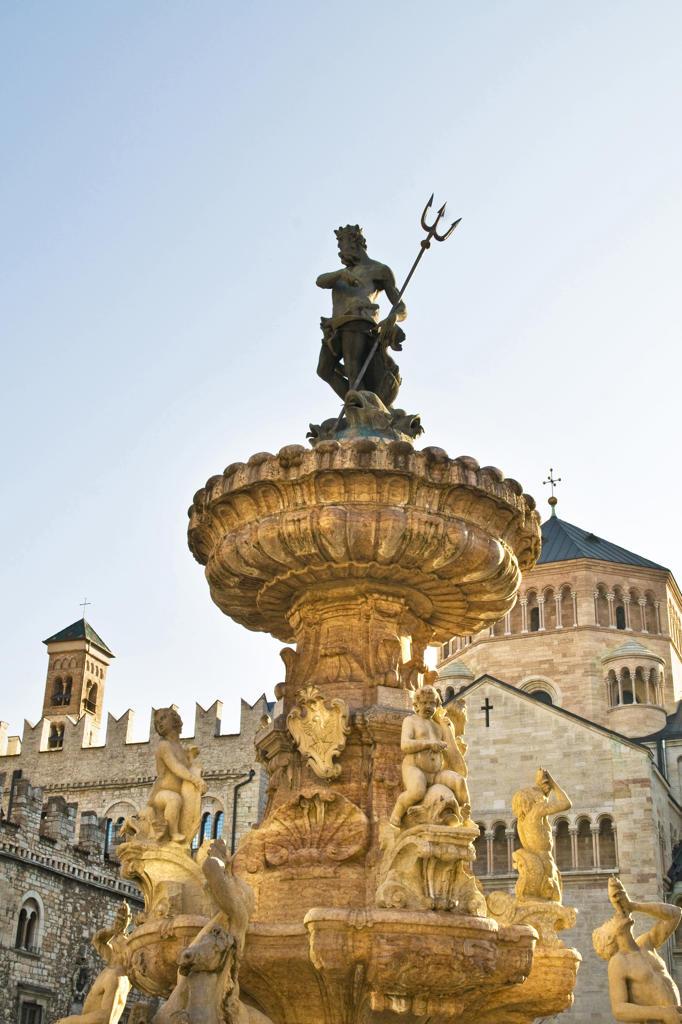 Stock Photo: 4292-124500 Italy, Trentino Alto Adige, Trento, Neptune fountain in Duomo square