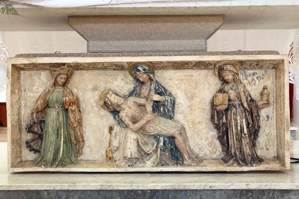 Stock Photo: 4292-128334 Italy, Apulia, Monte Sant'Angelo, San Francesco Church, Altar XIV century