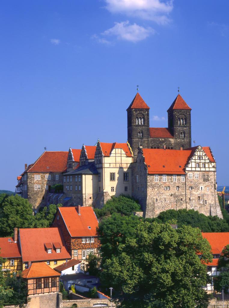 Stock Photo: 4292-130422 Deutschland,  Quedlinburg Schloss mit Stiftskirche
