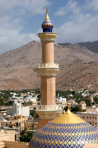 Sultan Qaboos Moschee in Nizwa, Dome and minaret of the Nizwa Mosque Sultanate of Oman : Stock Photo