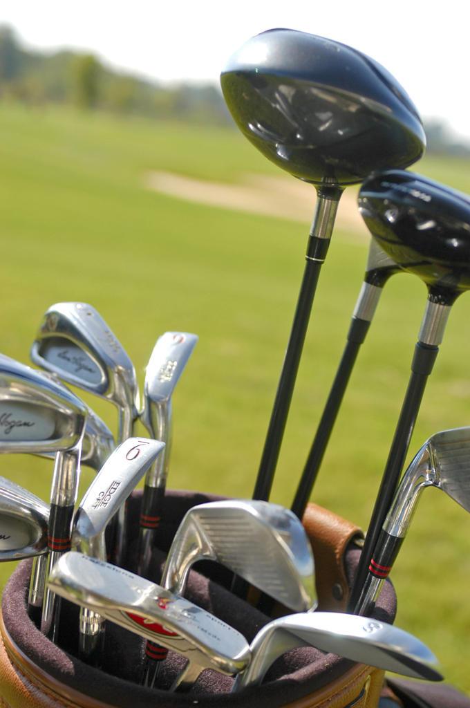 Stock Photo: 4292-131293 Golftasche auf dem Golfplatz