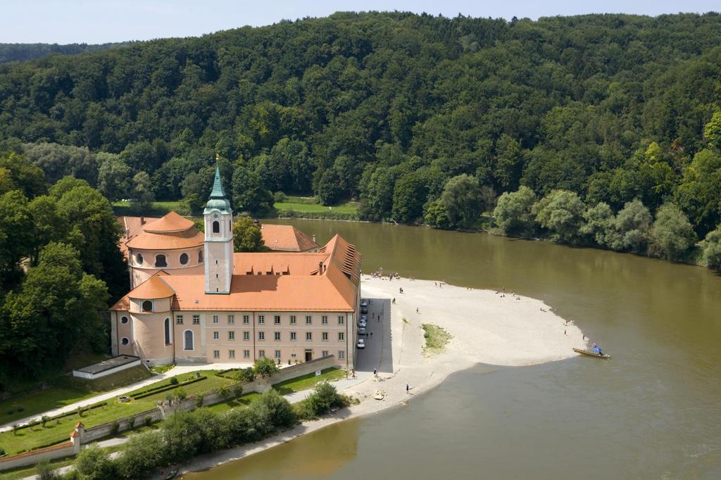 Deutschland, Niederbayern, Donau, Kloster Weltenburg, nahe Kehlheim, Donaudurchbruch, Spaetbarock, Fluss, Sehenswuerdigkeit : Stock Photo