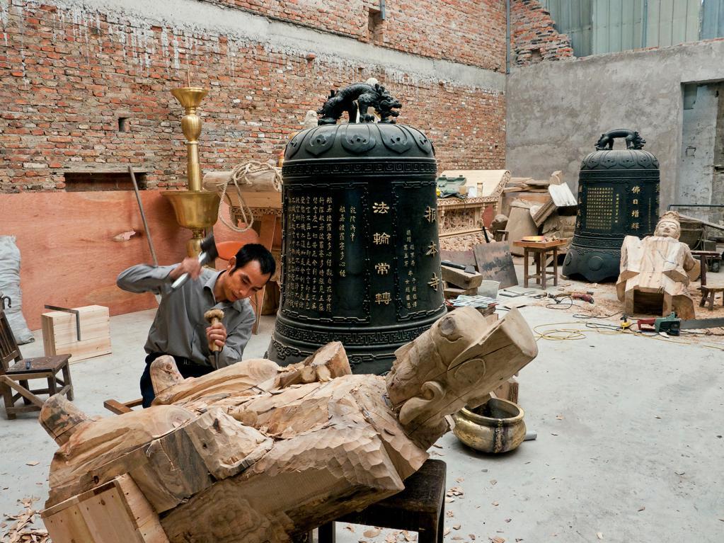 Stock Photo: 4292-138082 China, Suzhou, wood carving workshop