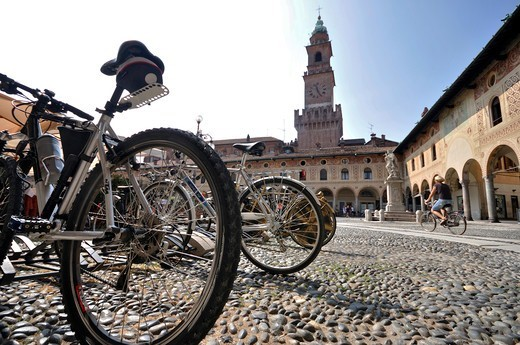 Stock Photo: 4292-141164 Italy, Lombardy, Vigevano, Ducale Square