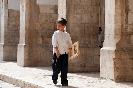 Stock Photo: 4292-142910 Israel, Jerusalem, children in the jewish quarter