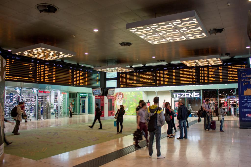 Stock Photo: 4292-145508 Italy, Lombardy, Milan, Porta Garibaldi railway station