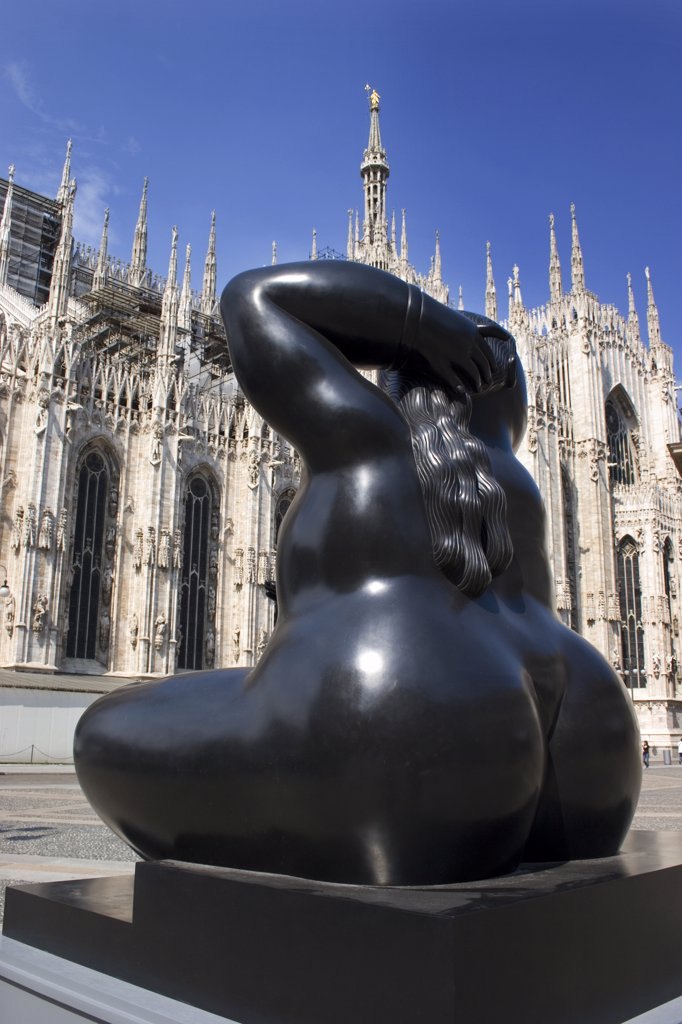 Stock Photo: 4292-15007 Italy, Lombardy, Milan. The Duomo and Botero sculpture