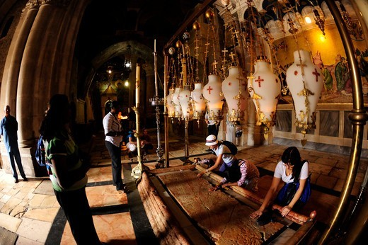 Stock Photo: 4292-151577 Israel, Jerusalem, Church of the Holy Sepulchre, Praying at the Stone of the Anointing
