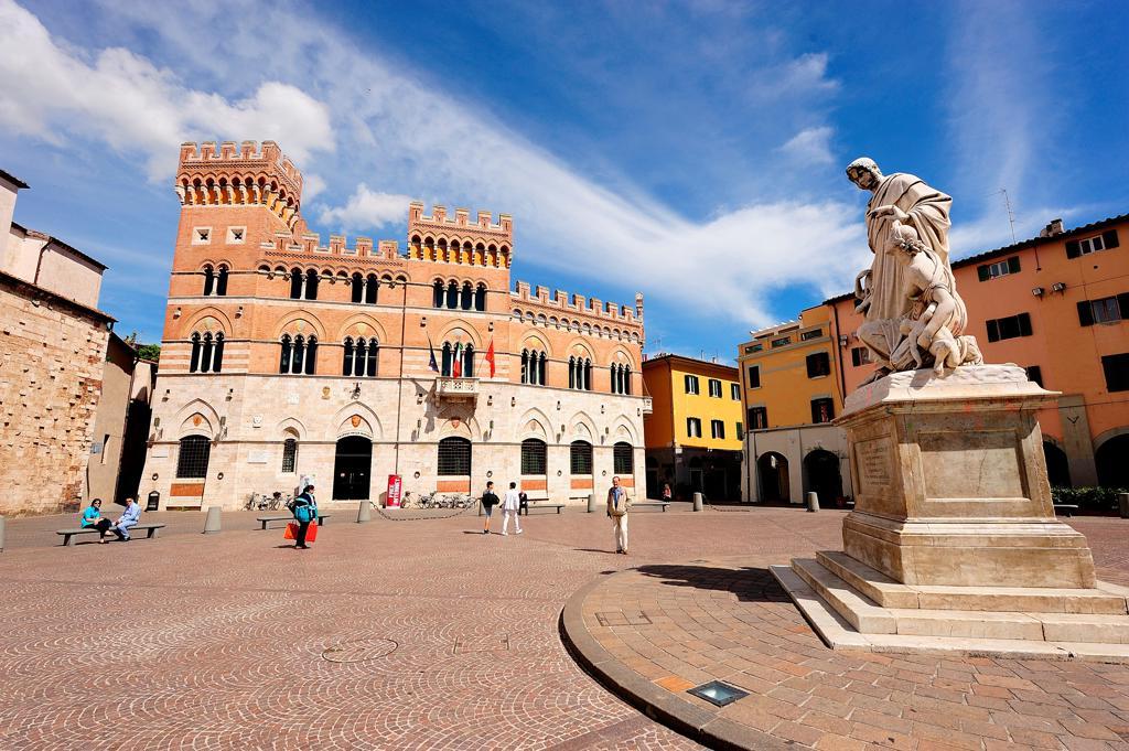 Stock Photo: 4292-152208 Italy, Tuscany, Grosseto, town hall, Dante square