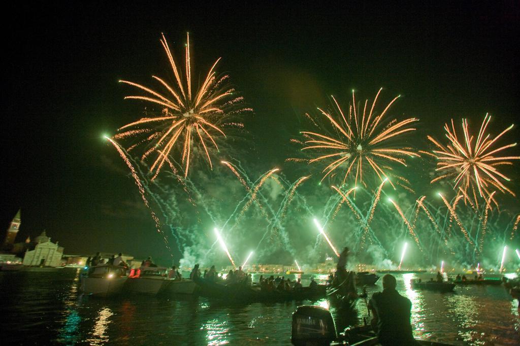 Italy, Veneto, Venice, fireworks for the Festa del Redentore : Stock Photo