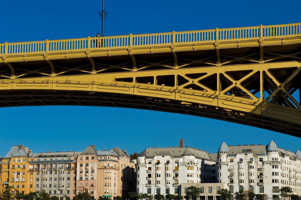 Stock Photo: 4292-154497 Hungary, Budapest, Margit bridge