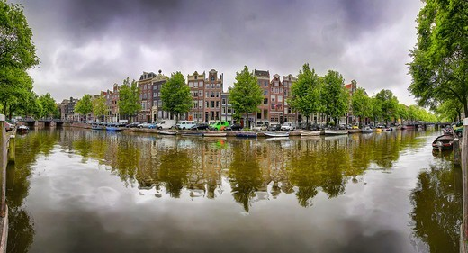 Stock Photo: 4292-155829 The Netherlands, Amsterdam, buildings mirrored on the canal