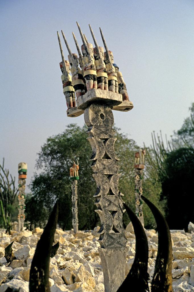 Stock Photo: 4292-164109 madagascar, mahafaly tomb