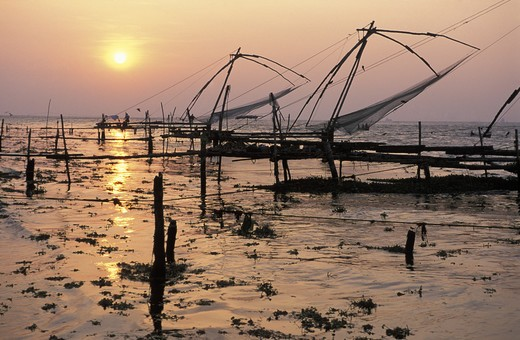 Stock Photo: 4292-17170 India, Kerala, Cochin Chinese Fishing Nets
