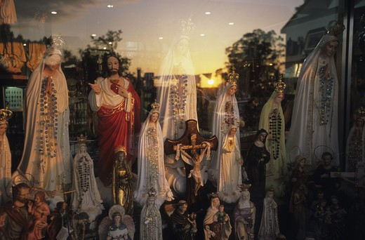 Stock Photo: 4292-18727 Portugal, Fatima, religious statues in window shop