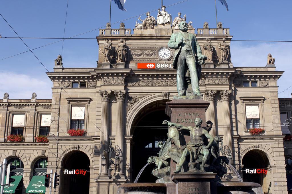 Stock Photo: 4292-19930 Switzerland, Zurich, the train station building
