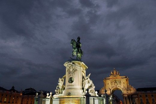 Stock Photo: 4292-20667 Portugal, Lisbon, Praca do Comercio at night