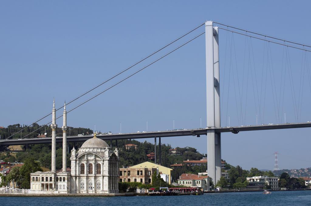 Stock Photo: 4292-21053 Turkey, Istanbul, Bosphorus European Side, Ortakoy Mosque background Ataturk bridge