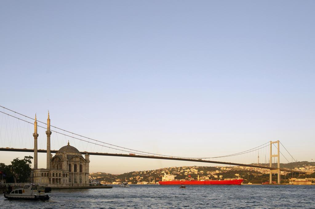 Stock Photo: 4292-21061 Turkey, Istanbul, Bosphorus European Side, Ortakoy Mosque background Ataturk bridge