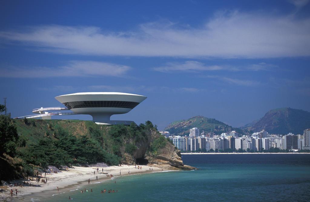 Stock Photo: 4292-32279 Brazil, Rio de Janeiro, Neimeyer's Museum of Contemporary Arts, Niteroi