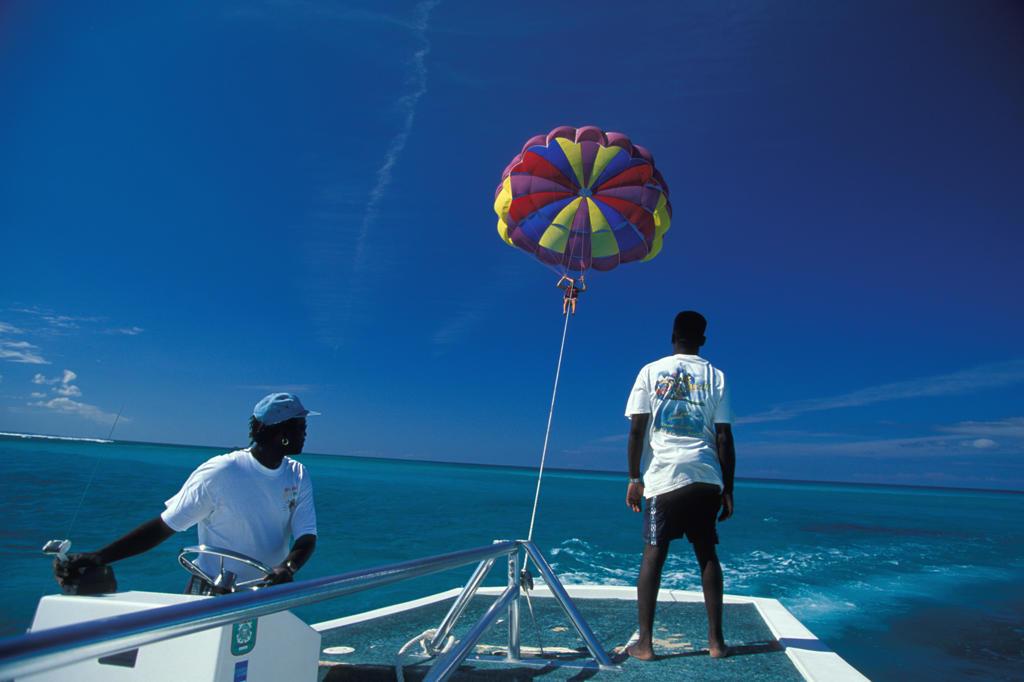 UK, Turks and Caicos Islands, Providenciales: parasailing at Grace Bay : Stock Photo