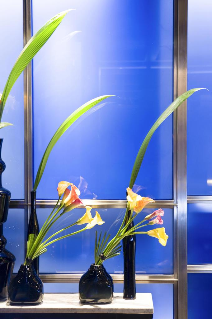 England, London, flower pots in the Hakkasan restaurant : Stock Photo