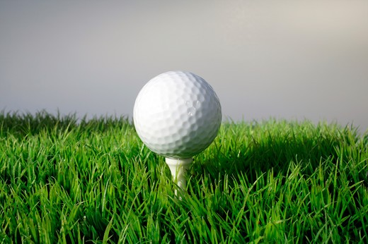 Stock Photo: 4292-35177 Golf ball sitting on a tee
