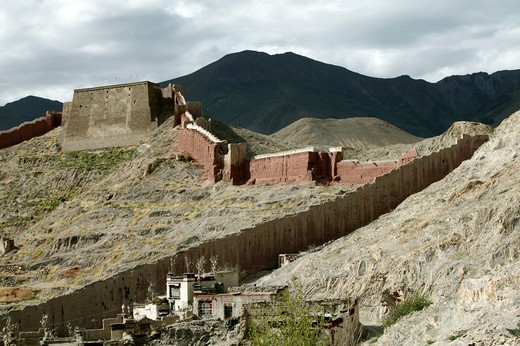 Stock Photo: 4292-35202 China, Tibet, Gyantse.Wall surrounding Pelchor Chode Monastery