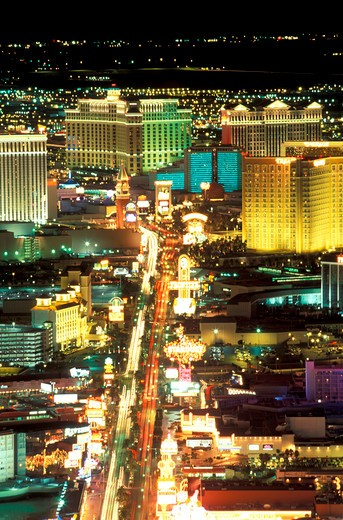 USA, Nevada, Las Vegas. streaming lights of Las Vegas Boulevard The Strip at dusk : Stock Photo