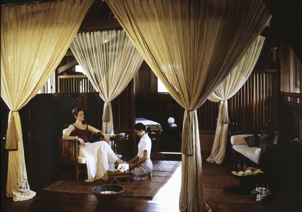 Foot massage at Mandara Soa at Ibah resort in Bali, Indonesia : Stock Photo