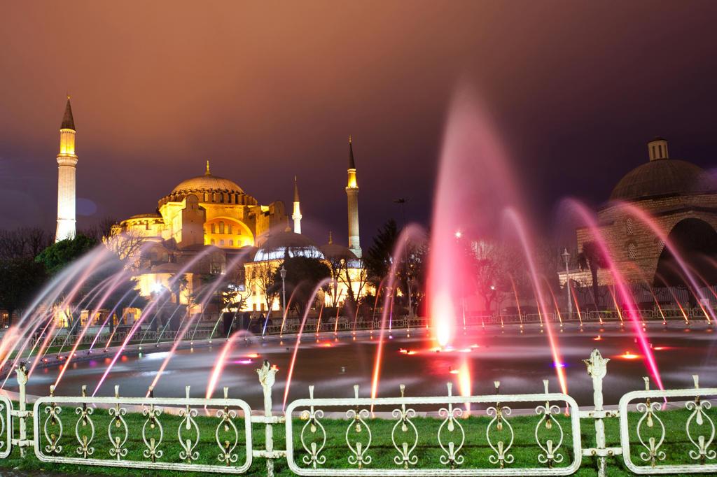 Stock Photo: 4292-4316 Turkey, Istanbul, Agia Sofia mosque