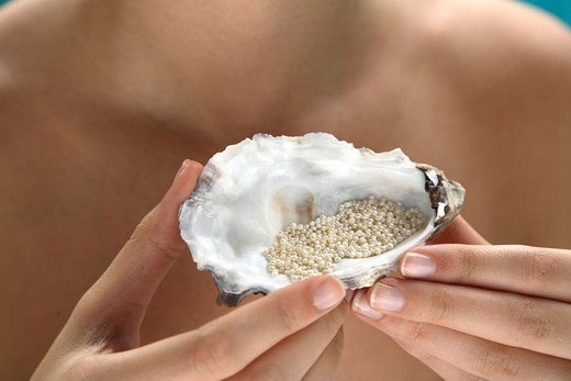 Pearl dust for skin treatment : Stock Photo