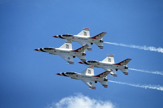 Stock Photo: 4292-44457 USA, Air Force Acrobatic Team, Thunderbirds (F16A, Falcon)