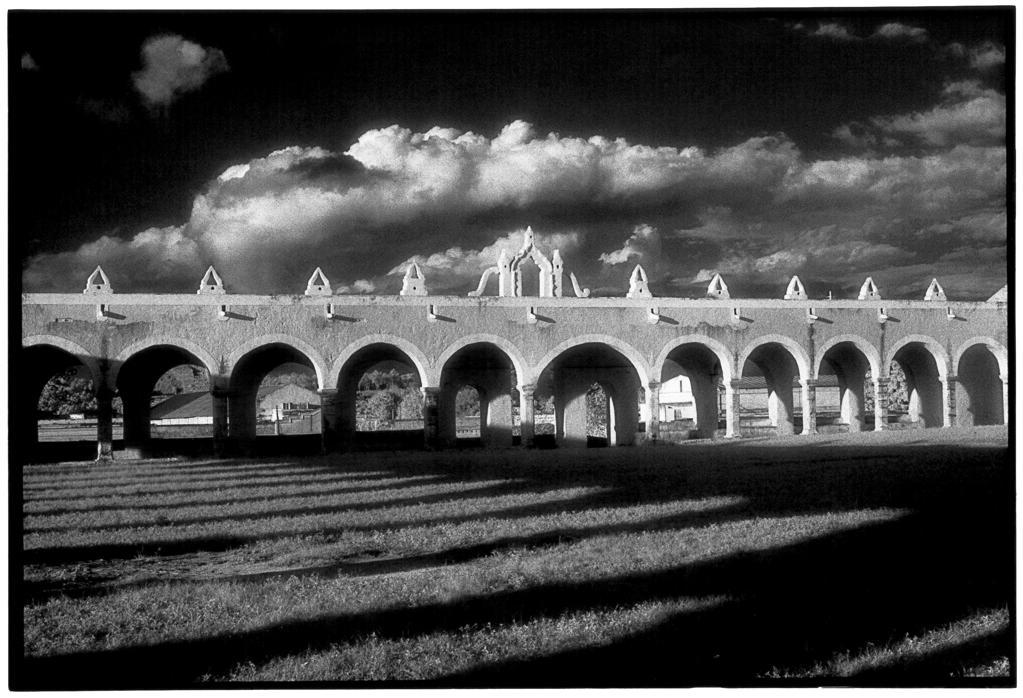 Stock Photo: 4292-45706 Cloister, Monastery of San Antonio de Izamal, Izamal, (Yucatán) Mexico