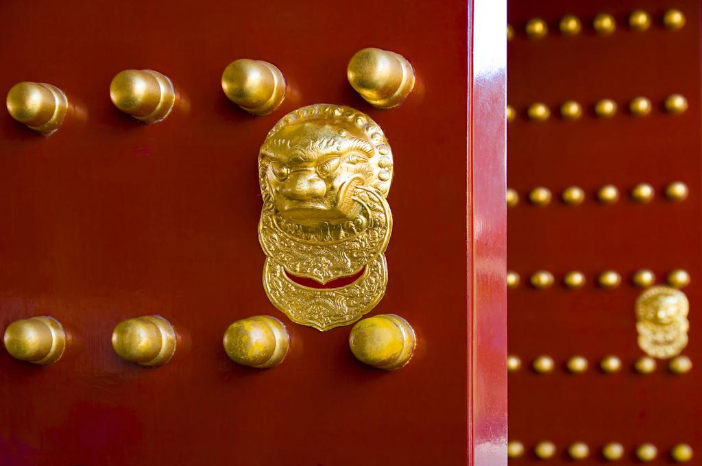 Stock Photo: 4292-46645 China, Beijing, Summer Palace, doorknocker