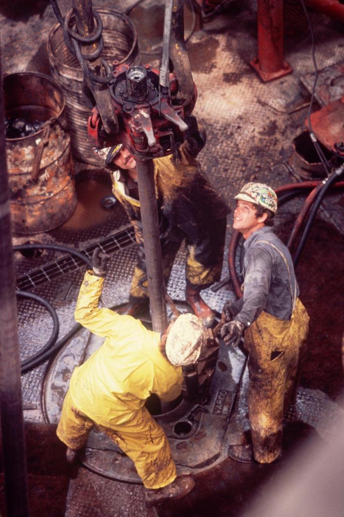 Stock Photo: 4292-47914 Usa, Baltimore, offshore oil drilling
