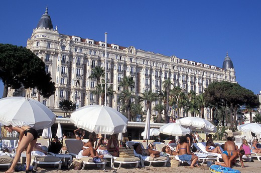 Stock Photo: 4292-47973 France, Provence - Cote d'Azur, Cannes, hotel and crowded beach with La Croisette