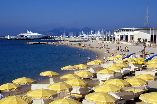 Stock Photo: 4292-47974 France, Provence - Cote d'Azur, Cannes, hotel and crowded beach with La Croisette