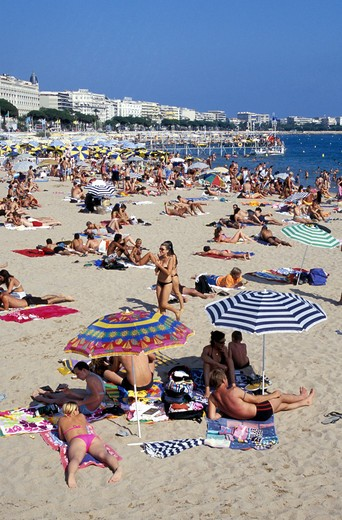 France, Provence - Cote d'Azur, Cannes, hotel and crowded beach with La Croisette : Stock Photo