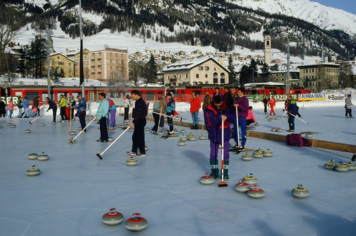Stock Photo: 4292-52595 Switzerland, Samedan, people playing Curling