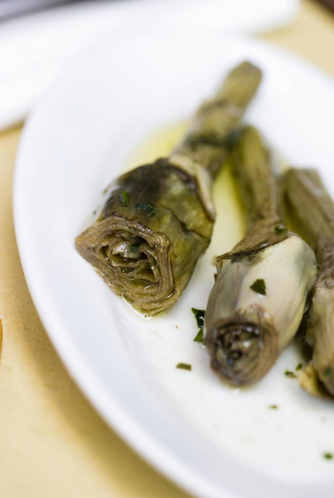 Stock Photo: 4292-54089 Italy, Veneto, Venice, cooked artichoke, 'carciofi alla giudia'
