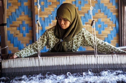 Stock Photo: 4292-58130 Malaysia, Woman weaver