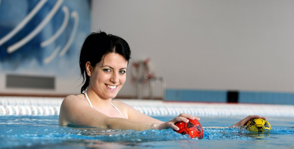 Stock Photo: 4292-59594 Woman in swimming pool doing pilates exercise