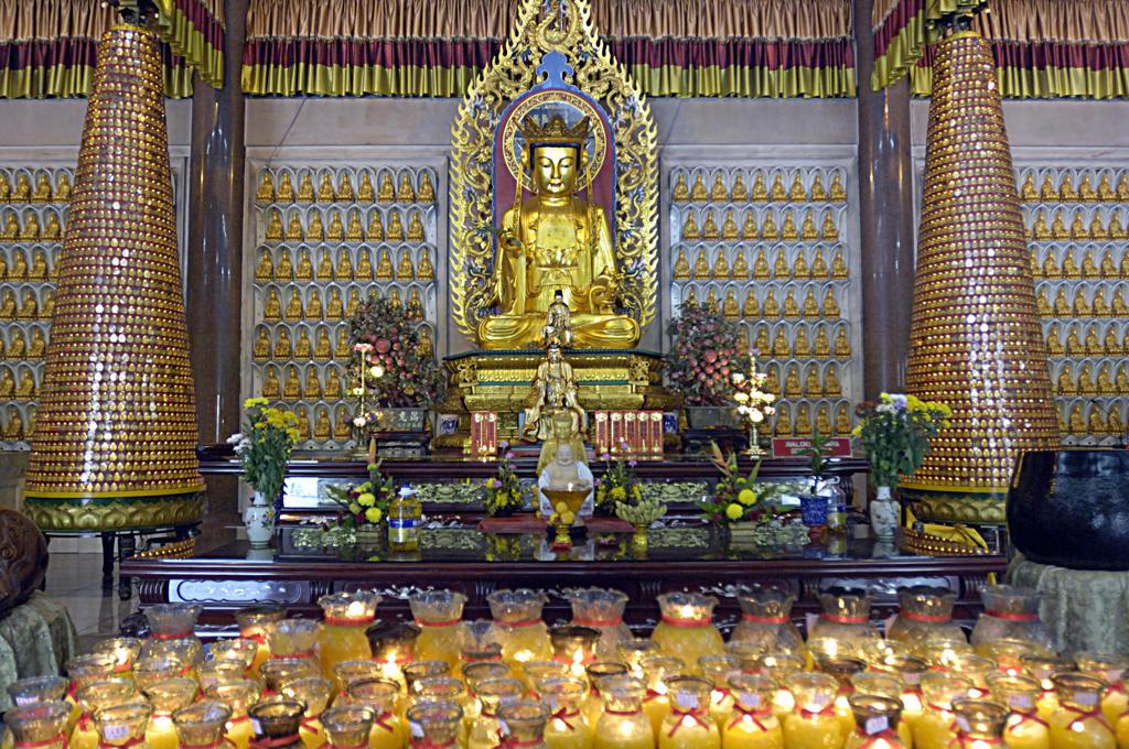 Stock Photo: 4292-63789 Asia, Malaysia, Penang Island. Dhammikarama temple, altar