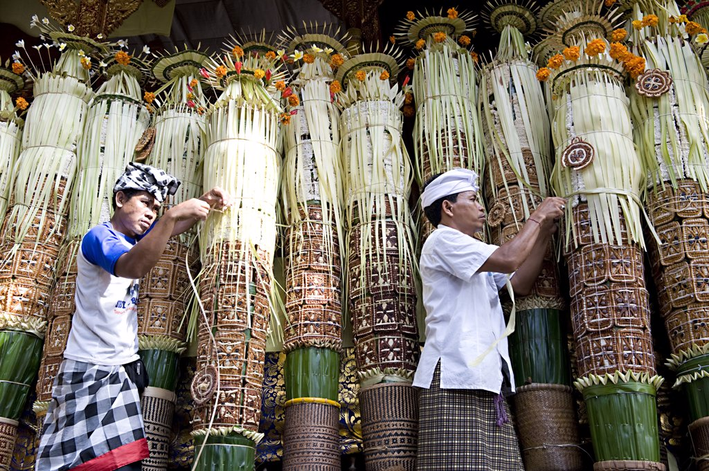 Stock Photo: 4292-65021 Indonesia, Bali, Bedulu, Pura Samuan Tiga temple, preparation before ceremony