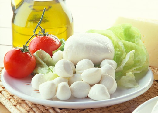 Stock Photo: 4292-66061 Tomato, oil and mozzarella cheese