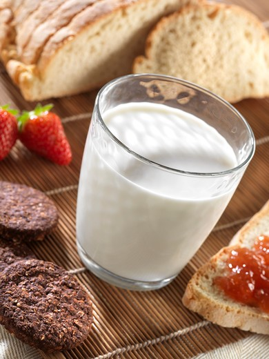 Stock Photo: 4292-67789 Glass of milk with cookies and bread