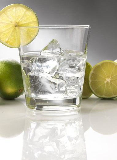 Stock Photo: 4292-68911 Glass of water with ice and lime